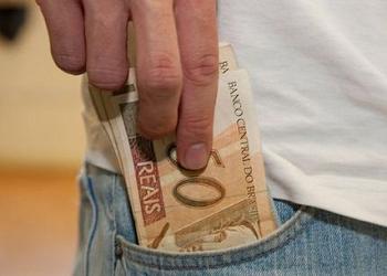 Ex-presidente José Luiz Pagnussat comenta reajuste do salário mínimo ao R7