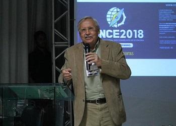 """Em palestra no SINCE, Ladislau Dowbor apresentou """"A era do capital improdutivo"""""""