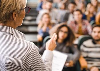 Artigo – Os desafios das mulheres na carreira docente de Economia