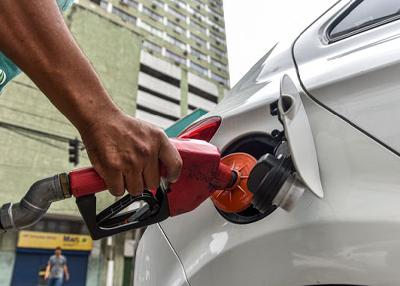 """Fernando de Aquino: """"Por que o governador deveria abrir mão de uma fonte de financiamento dos estados e colaborar com o controle da inflação, quando a fixação de preços é responsabilidade da Petrobras?"""""""
